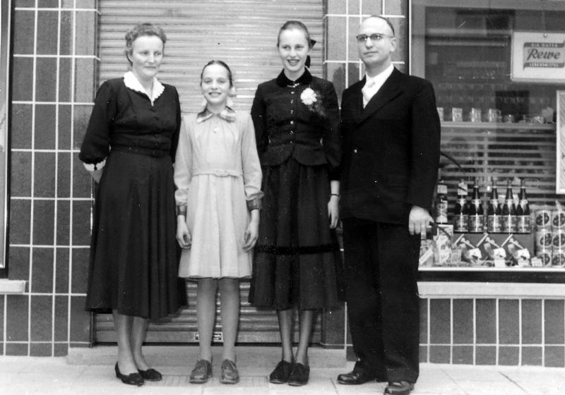 ca. 1957. v.l.n.r.: Helene Knapp, Christel Knapp, Elisabeth Knapp und Wilhelm Knapp.